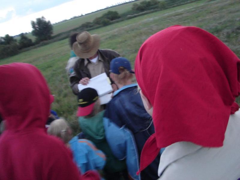 Indiana Jones findet mit den Kindern den Schatz.