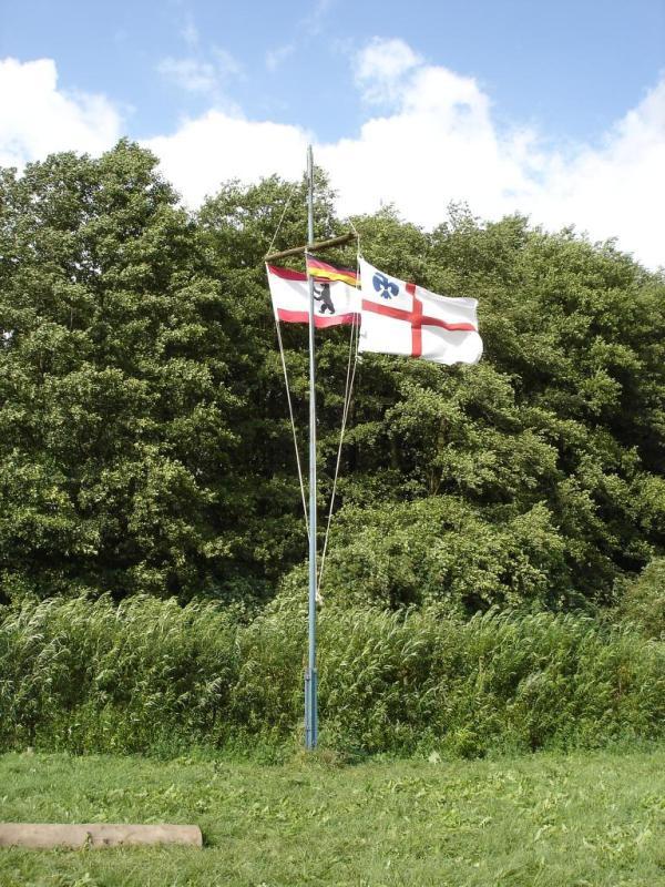 Unsere Banner wehen im Wind.