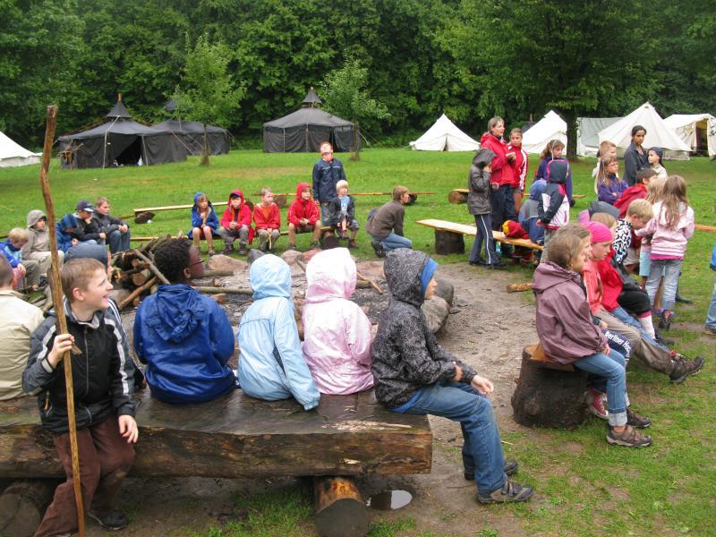 Eine letzte Runde im Dorfrat, bevor es los geht die Burg zu erobern.