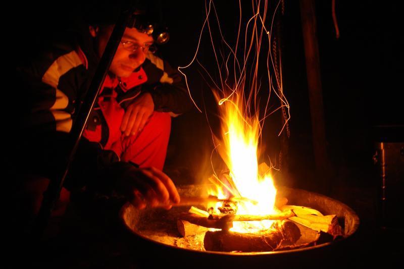 Feuer machen zum Kochen.
