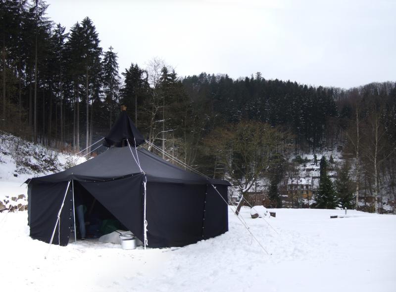 Die Jurte im Schnee