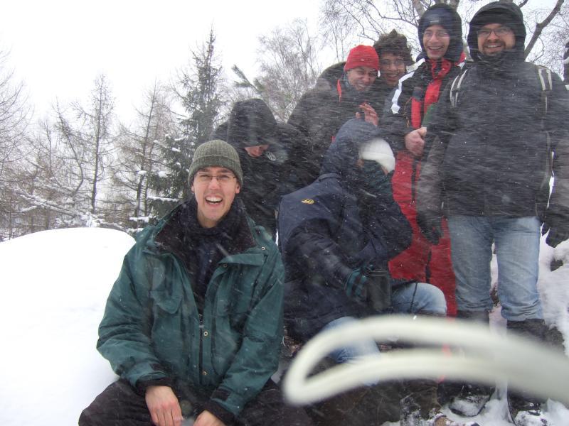 Gruppenbild in einer Schneeböe